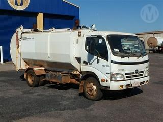 2009 Hino 300 816 Garbage compactor (Side l Transmission Issues No Second Gear GVM 7,300kg Photo