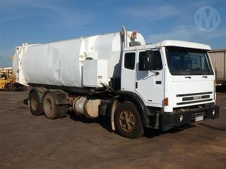2003 Iveco Acco 2350G Garbage compactor (Side l Dual Control Vehicle GCM 36,000kg Photo