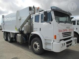 2012 Iveco Acco 2350 Garbage compactor (Side l Superior PAK Body. Dual Controls GCM 30,000kg Photo