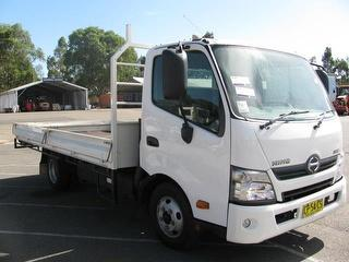 2016 Hino 300 616 Tray GCM 7,300kg Photo