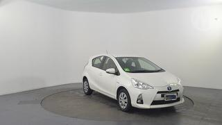 2014 Toyota Prius C Hybrid 5D Hatch Photo