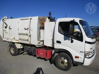 2010 Hino 300 Series 816 Garbage compactor (Side l Superior PAK Body GCM 7,300kg Photo