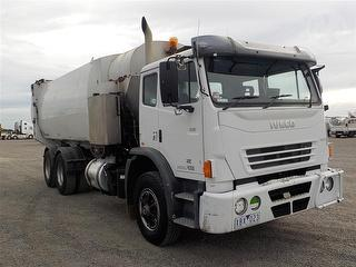 2009 Iveco Acco 2350 Garbage compactor (Side l GCM 30,000kg Photo