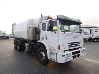 2012 Iveco Acco 2350 Garbage compactor (Side l GCM 30,000kg Photo