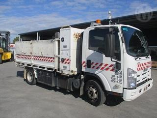 2010 Isuzu NPR400 Medium Tipper GCM 11,000kg Photo