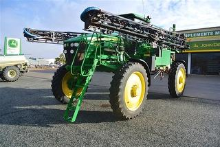 2009 John Deere 4830 Boom Sprayer Self-Propelled Sprayer Photo