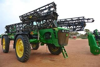 2009 John Deere 4930 Boom Sprayer Photo