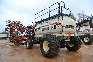 2013 Bourgault air Seeder and 6450 Seeder Cart Photo