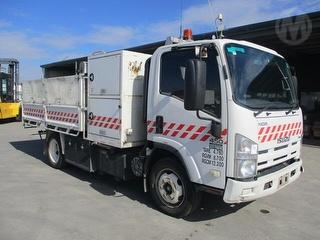 2011 Isuzu NQR450 Medium Tipper GCM 12,200kg Photo