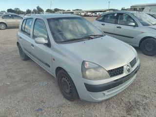 2002 Renault Clio Hatch Photo