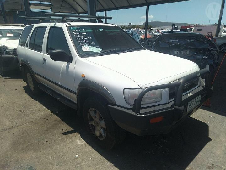 Damaged 1999 Nissan Pathfinder ST S/Wagon For Auction in