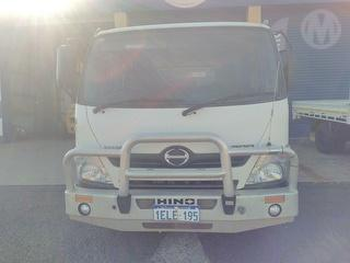 2012 Hino XZU720R 617 Tray GCM 7,995kg Photo
