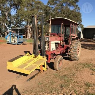 International 766d 2WD Tractor Photo