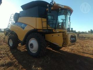 2011 New Holland CR9060 Header Tyres 620/70R42 Front, 600/6528 Rear, Threshing Hours 1564. Duals Photo