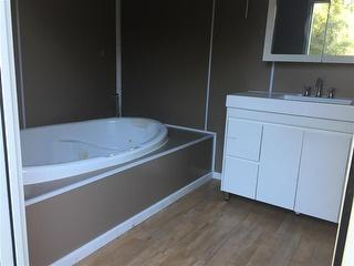 Deluxe Bathroom Spa Donga Located IN Oakford Photo