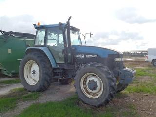 New Holland 8260 Tractor Photo