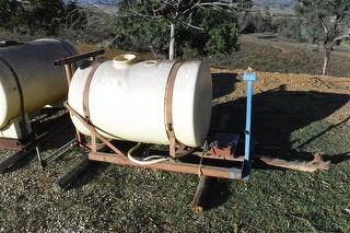 Poly Parks & Gardening 600l Tank Incl Frame. Photo