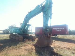 Kobelco SK480-5 Excavator Quick Hitch, 1400mm GP Bucket, Auxiliary Piping, SWL 5,500kg Photo