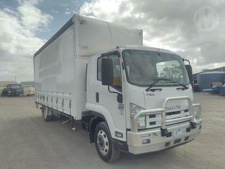2013 Isuzu FSD700 Long Pantech/curtainside GCM 18,000kg Photo
