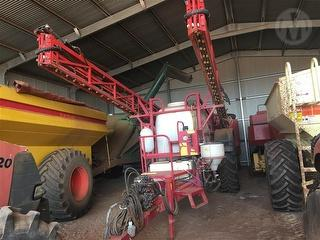 2010 Croplands Pegasus 6000 Series II Boom Spray Photo