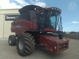 2004 Case IH 8010 & 42ft Honey Bee Front Harvester (Grain) Photo