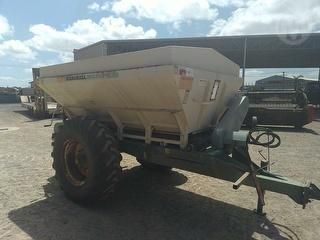 2003 Marshall 850T Trailed Spreader Photo