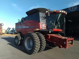 2004 Case IH 8010 & 39ft Macdon Front Harvester (Grain) Photo