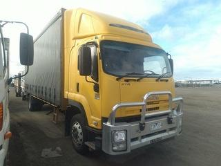2013 Isuzu FTR900 Long Curtainside GCM 24,000kg Photo