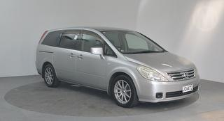 2004 Nissan Presage 5D Station Wagon Photo