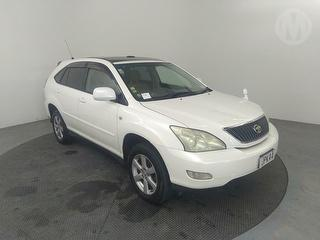 2005 Toyota Harrier 5D Station Wagon Photo